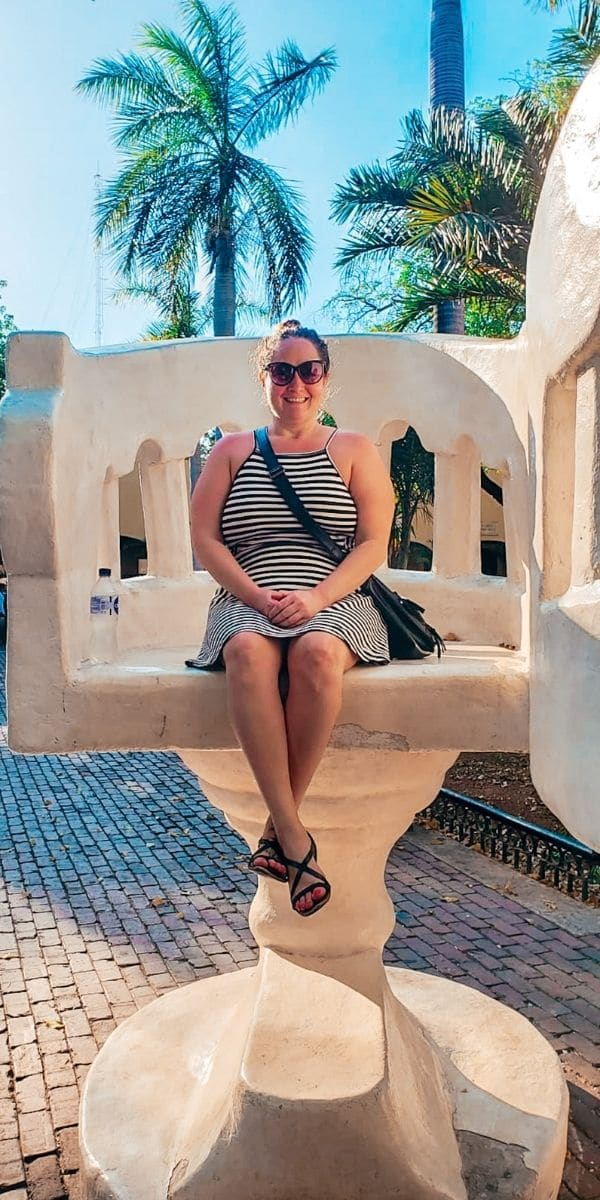 the giant white chairs, one of the things to do in Merida, Mexico